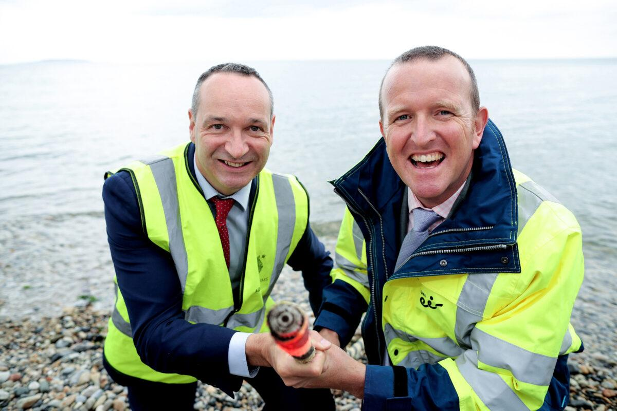 10/08/2016 NO REPRO FEE, MAXWELLS DUBLIN open eir to provide high capacity fibre connection from Killala to Dublin in Aqua Comms deal worth more than €5m. Pictured at the announcement are (L-R): Martin Reilly, vice president of sales, cloud and content, Aqua Comms; and Adrian Marron, Head of Sales & Service Management, open eir. PIC: NO FEE, MAXWELLPHOTOGRAPHY.IE